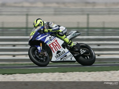 Rossi snatches pole in Qatar with new record