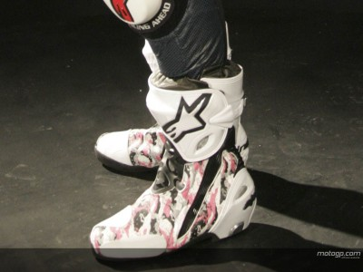 Disegna gli stivali di Nicky Hayden