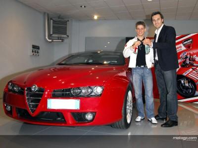 Stoner obsequiado con un Alfa Romeo