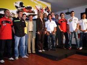 MotoGP Fahrer bei der offiziellen Präsentation des Catalunya Rennens