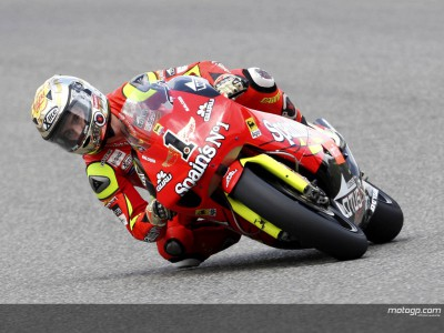 Lorenzo maintains Catalunya 250cc control in early run-out