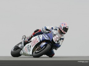 Edwards rouba pole a Rossi em Donington