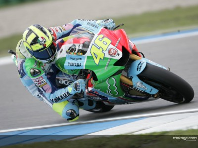 Last gasp Rossi shoots to top at Assen