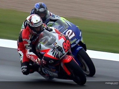 O podio de McWilliams em Donington em 2000