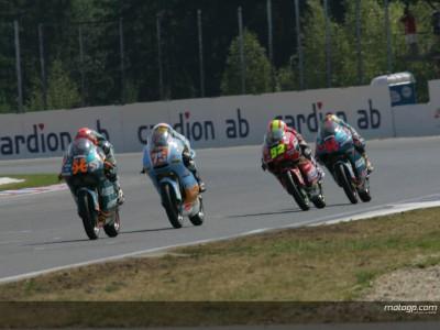 Los tres primeros clasificados de 125cc comentan la carrera de Brno