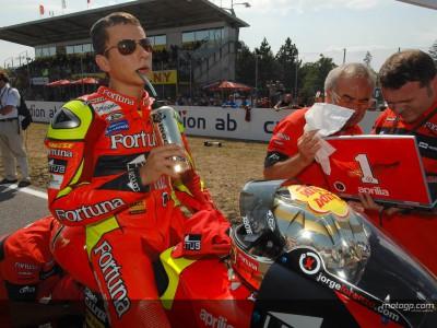 Lorenzo hace historia en 250cc