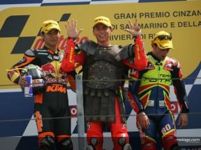Lorenzo suma su octava victoria en una accidentada carrera