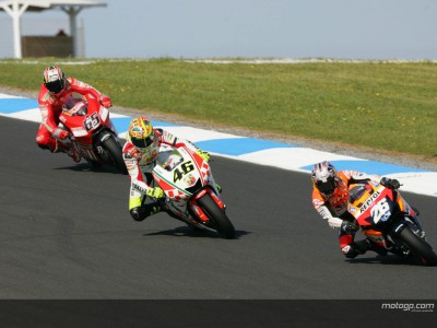 Rossi and Capirossi observe rivals' development