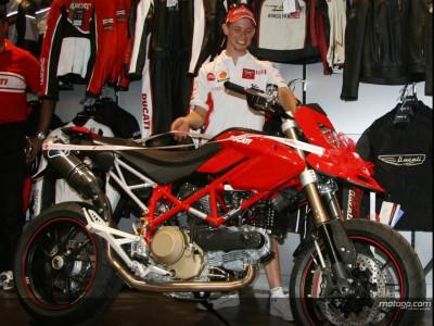 Ducati offre une Hypermotard à Stoner