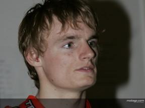 Davies espera regresar a la acción pese a una fuerte caída