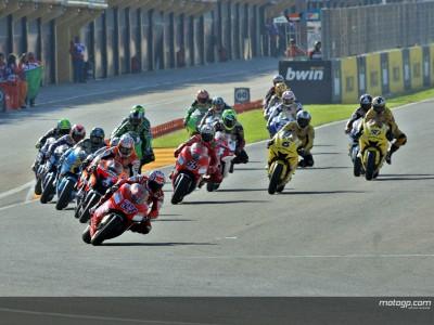 Invitados y periodistas se suben a los prototipos de MotoGP