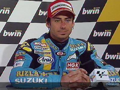 Hopkins se despide de Suzuki desde el podio