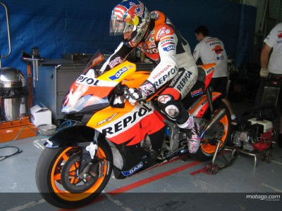 Start of second day in Sepang delayed by rain
