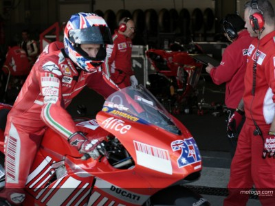 Stoner in Jerez driving seat on day one