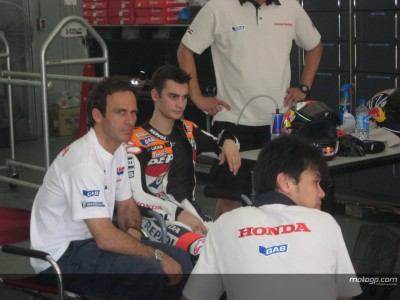 Crash in Sepang sends Pedrosa home with broken hand
