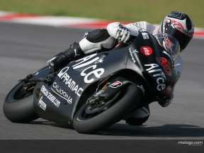 Guintoli freundet sich zusehends mit seiner Ducati an