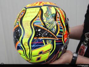 Los cinco continentes en el casco de Rossi