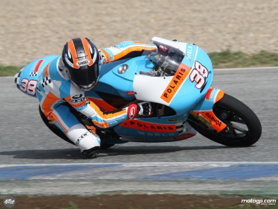 Bradley Smith davanti a Nico Terol