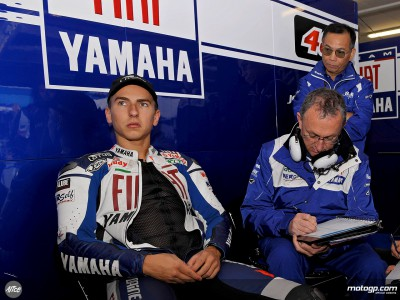 Lorenzo leaves arm problem behind en route to China