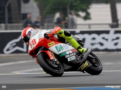 Simoncelli imposes will in 250cc warmup