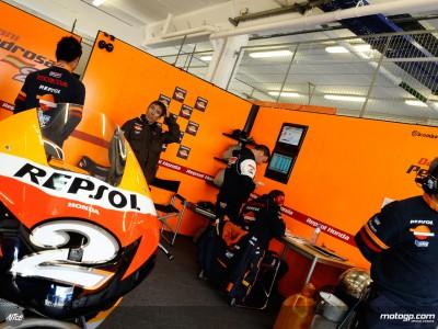 Pedrosa et Hayden étudient leurs pneus