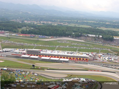 Action gets underway as rain continues at Mugello