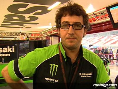 Martinez détaille le tableau de bord de la Ninja ZX-RR