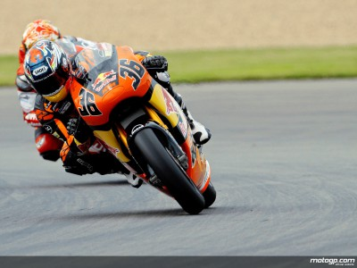 Kallio reaps benefits of Simoncelli-Bautista battle with Donington victory
