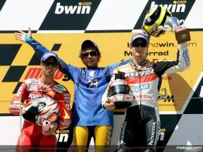 Quarteto classic de Sachsenring: acção alemã de MotoGP de épocas passadas