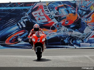 Stoner answers questions with early Laguna Seca record