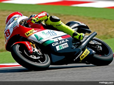 Simoncelli domina en el warm up de 250cc