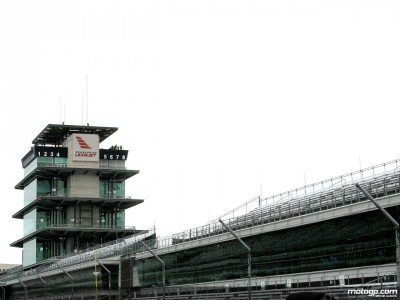Early start in wet conditions on historic Indy weekend