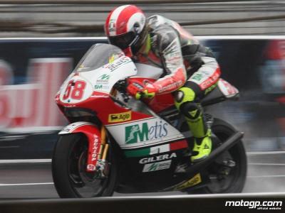 Simoncelli grabs pole for 250cc battle