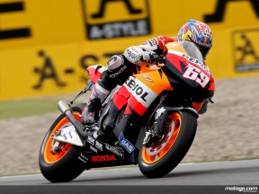 Hayden beginnt nasses MotoGP-Training am stärksten