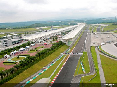 Morning sunshine dries Sepang track after overnight rain