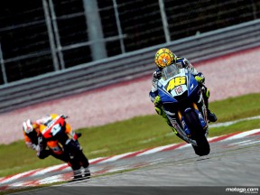 Rossi romps to victory in Malaysia