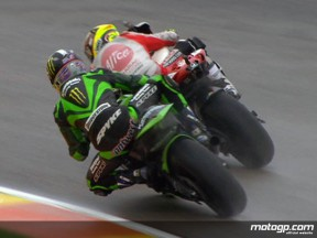 Hayden continues on top in second MotoGP session