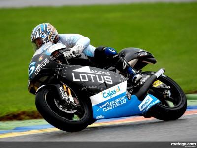 Debon takes provisional pole in crash-strewn 250cc session