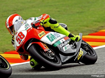 Simoncelli sneaks to pole for 250cc Valencia finale