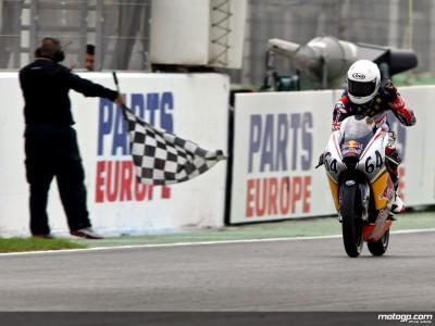 Hoyle mène les MotoGP Rookies à la victoire