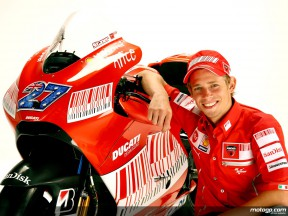 Stoner: `Late-2008 form repeat will be enough to beat Rossi´