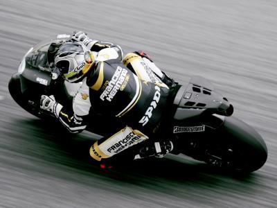 Sete Gibernau, cada vez más cómodo sobre su Ducati GP9