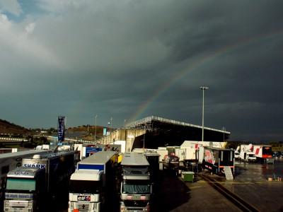 Los pilotos de MotoGP inician el test de Jerez bajo la lluvia
