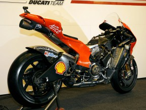 Ducati reveal details of carbon fibre frame