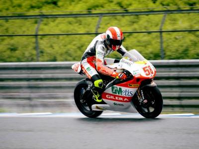 Simoncelli na pole das 250cc graças ao cancelamento da qualificação