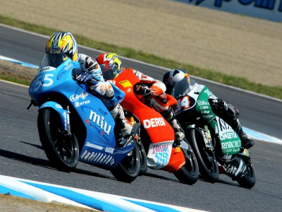 Iannone far-from-lonely as tight 125cc class hits Jerez