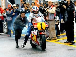 F.スペンサー、ホンダ参戦50周年記念のデモ走行