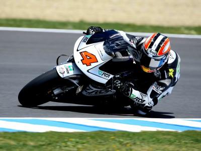 Aoyama sets early 250cc pace