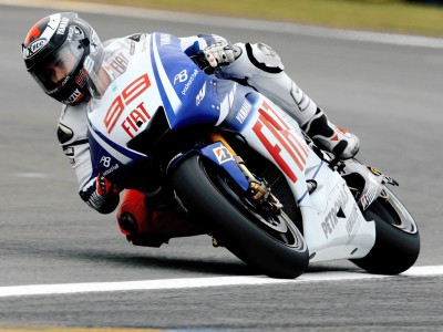 Lorenzo davanti nel warm up a Le Mans
