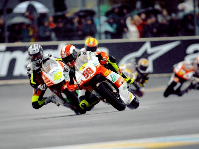 Simoncelli returns to winning form in France